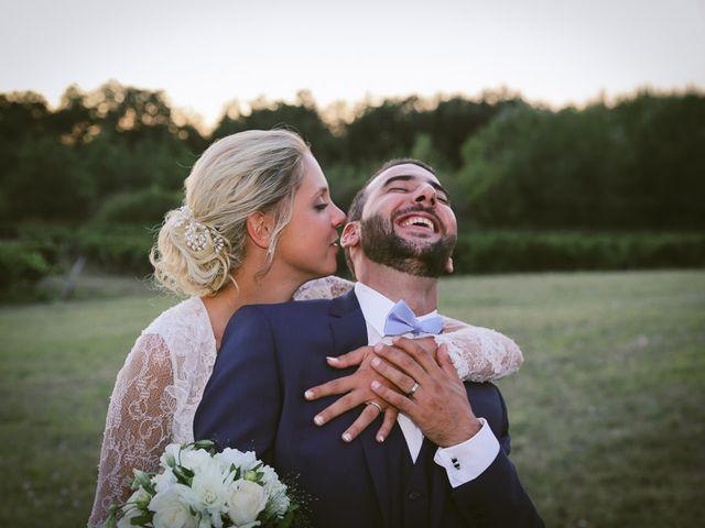 Le mariage de Alex et Julie à Saint-Gènes-de-Castillon, Gironde 2