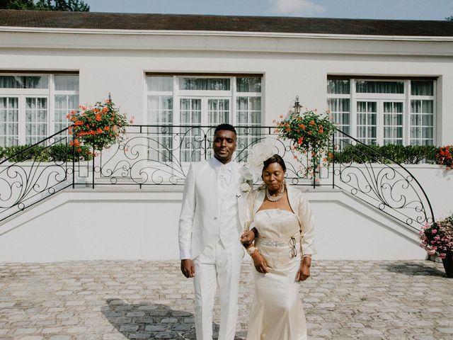 Le mariage de Patrolie et Sarah à Fresneaux-Montchevreuil, Oise 50