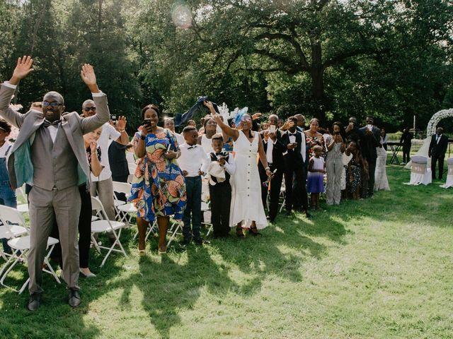 Le mariage de Patrolie et Sarah à Fresneaux-Montchevreuil, Oise 51