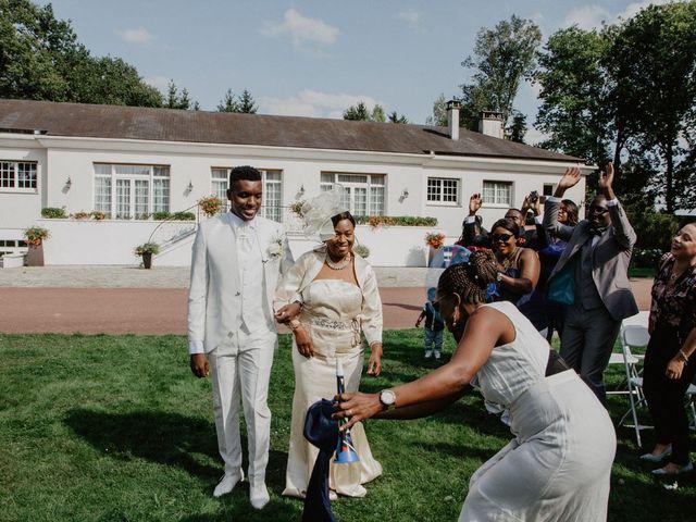 Le mariage de Patrolie et Sarah à Fresneaux-Montchevreuil, Oise 52