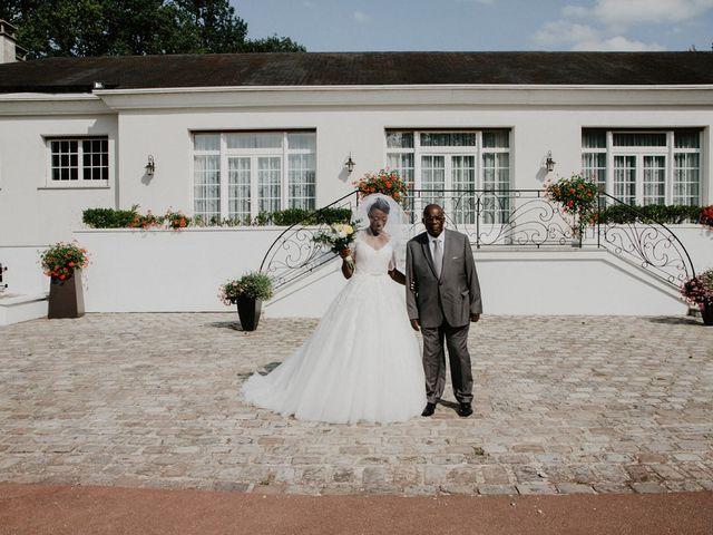 Le mariage de Patrolie et Sarah à Fresneaux-Montchevreuil, Oise 59