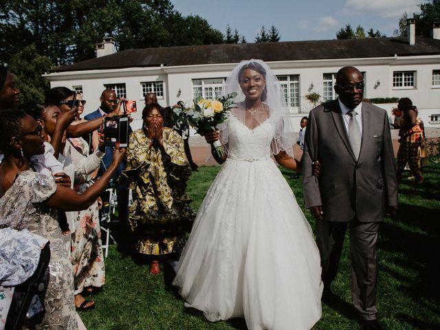 Le mariage de Patrolie et Sarah à Fresneaux-Montchevreuil, Oise 60