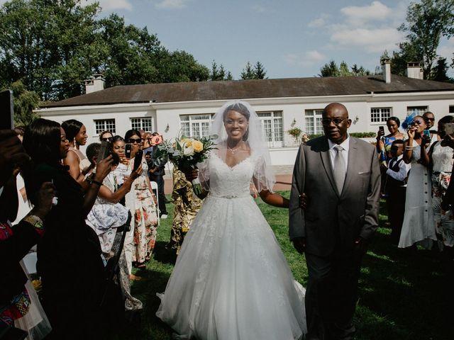 Le mariage de Patrolie et Sarah à Fresneaux-Montchevreuil, Oise 61
