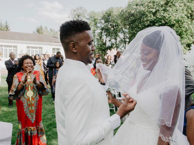 Le mariage de Patrolie et Sarah à Fresneaux-Montchevreuil, Oise 63