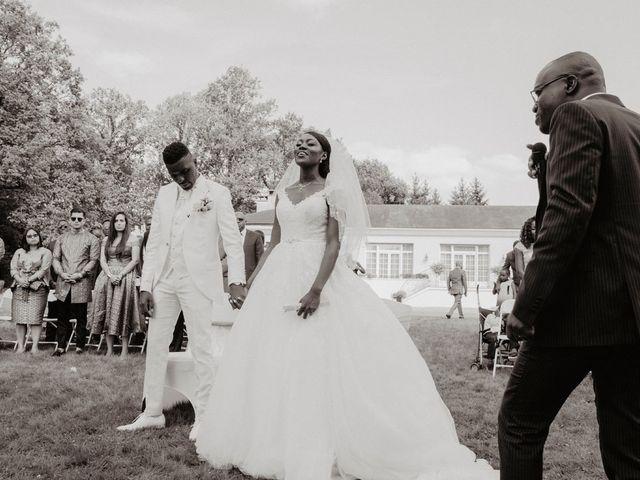 Le mariage de Patrolie et Sarah à Fresneaux-Montchevreuil, Oise 73
