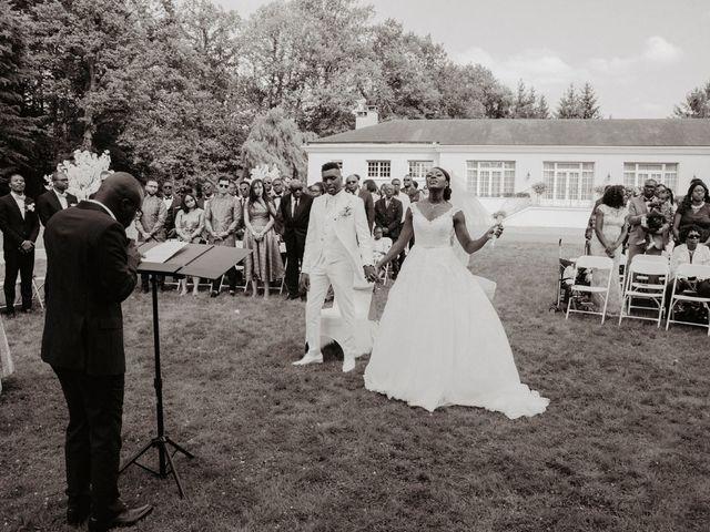 Le mariage de Patrolie et Sarah à Fresneaux-Montchevreuil, Oise 74