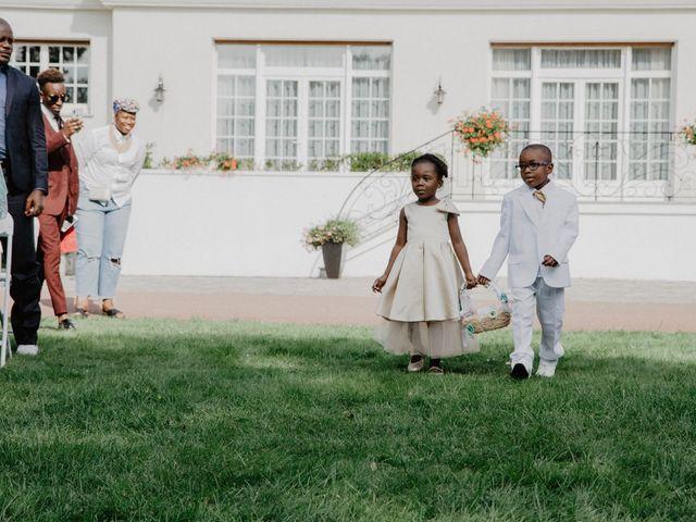 Le mariage de Patrolie et Sarah à Fresneaux-Montchevreuil, Oise 78