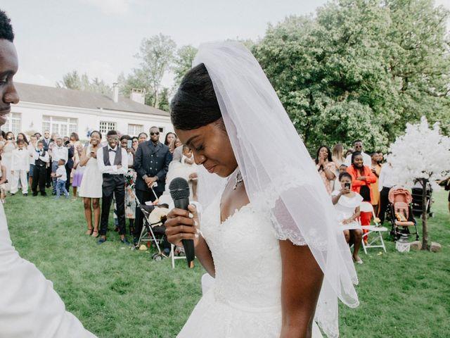 Le mariage de Patrolie et Sarah à Fresneaux-Montchevreuil, Oise 87