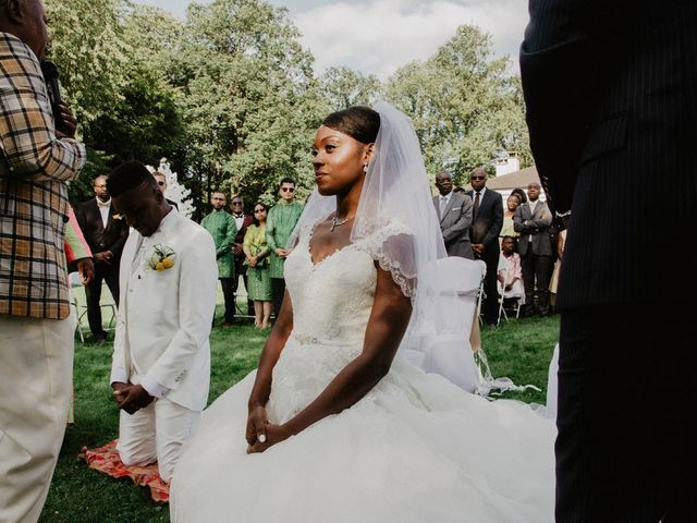 Le mariage de Patrolie et Sarah à Fresneaux-Montchevreuil, Oise 92