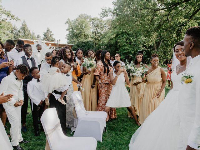 Le mariage de Patrolie et Sarah à Fresneaux-Montchevreuil, Oise 100