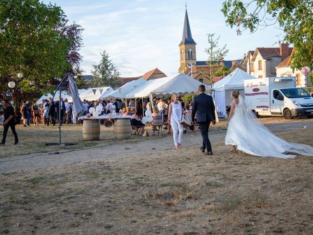 Le mariage de Romain et Sarah à Cosne-d'Allier, Allier 9
