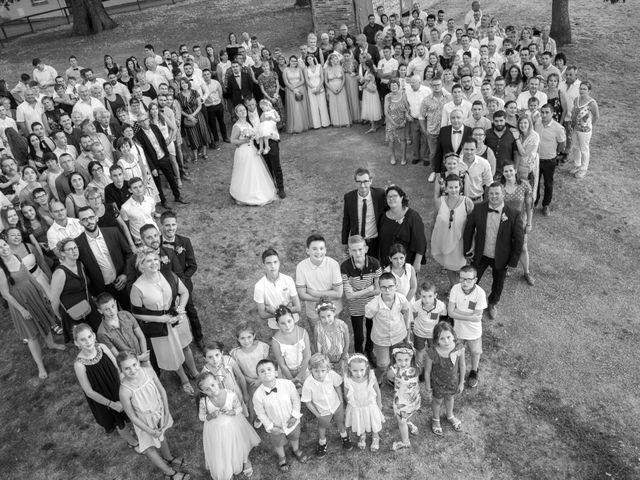 Le mariage de Romain et Sarah à Cosne-d'Allier, Allier 10