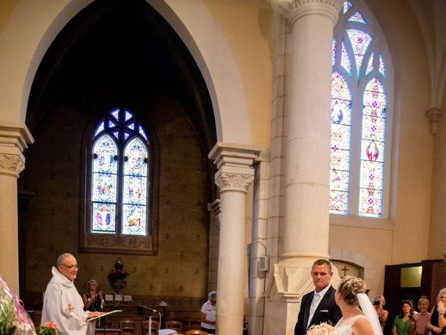 Le mariage de Romain et Sarah à Cosne-d'Allier, Allier 16