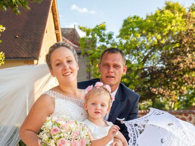 Le mariage de Romain et Sarah à Cosne-d'Allier, Allier 27