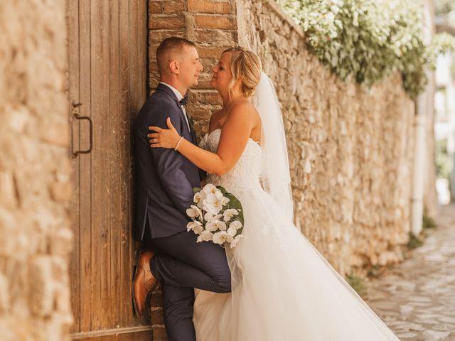 Le mariage de Remy et Laura à Allan, Drôme 25