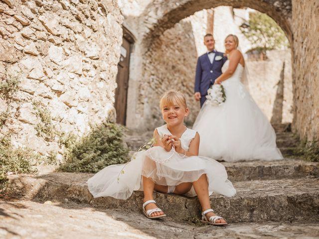 Le mariage de Remy et Laura à Allan, Drôme 28