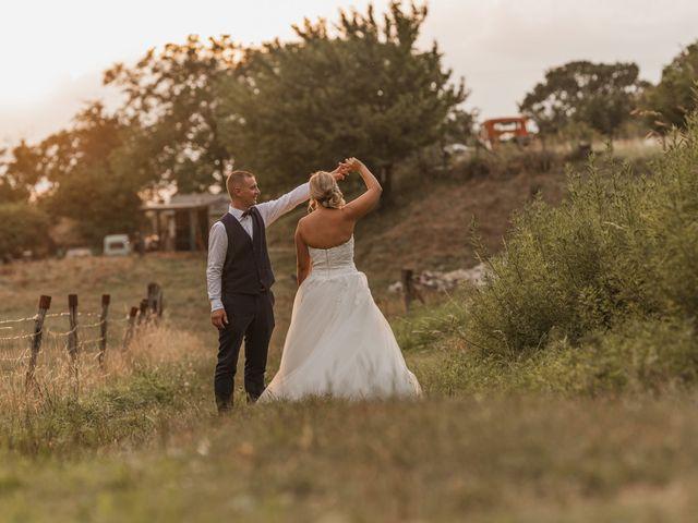 Le mariage de Remy et Laura à Allan, Drôme 39