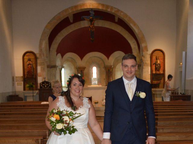 Le mariage de Stéphanie et Florent à Lantignié, Rhône 19