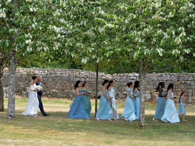 Le mariage de Aurélien et Marie à Pont-l'Abbé-d'Arnoult, Charente Maritime 21