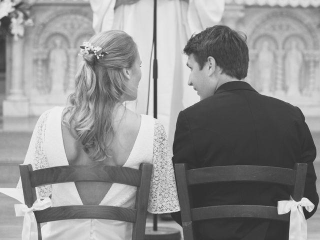 Le mariage de Vianney et Agathe à Avallon, Yonne 7