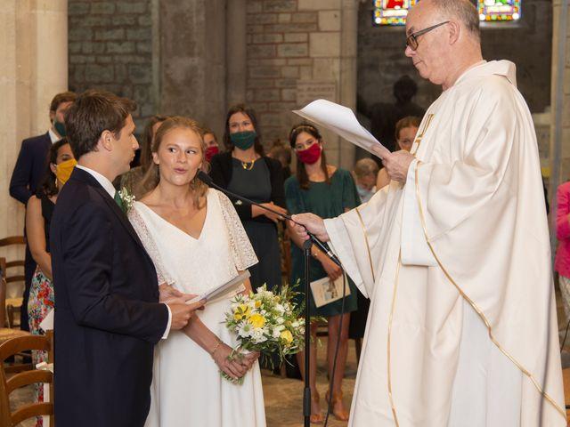 Le mariage de Vianney et Agathe à Avallon, Yonne 8