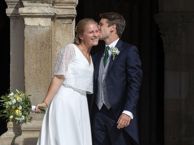 Le mariage de Vianney et Agathe à Avallon, Yonne 15