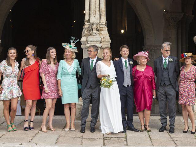 Le mariage de Vianney et Agathe à Avallon, Yonne 16