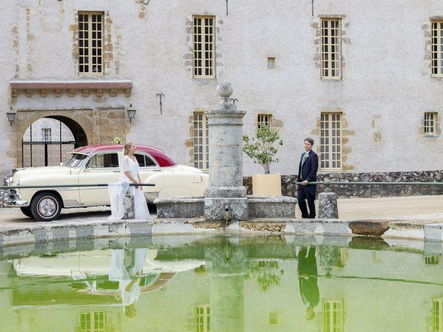 Le mariage de Vianney et Agathe à Avallon, Yonne 27