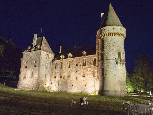 Le mariage de Vianney et Agathe à Avallon, Yonne 38