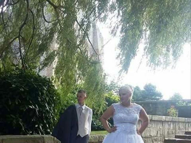 Le mariage de Thomas et Pauline à Bergues, Nord 9