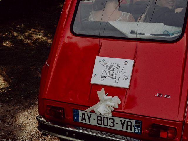 Le mariage de Christophe et Anthéa à Saint-Martin-la-Plaine, Loire 37