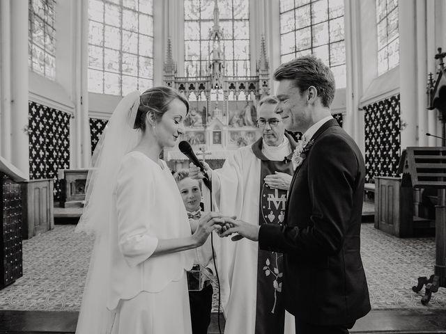 Le mariage de Romain et Agathe à Bouvines, Nord 15