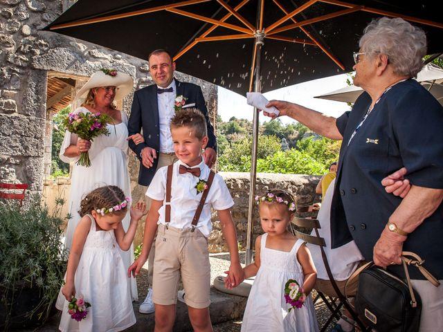 Le mariage de Hervé et Corinne à Labeaume, Ardèche 60