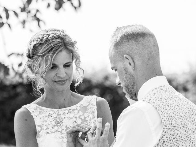 Le mariage de Adrien et Barbara à Maurepas, Yvelines 84
