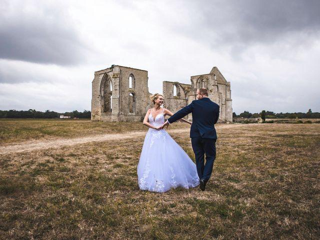 Le mariage de Loïc et Romy à La Flotte, Charente Maritime 16
