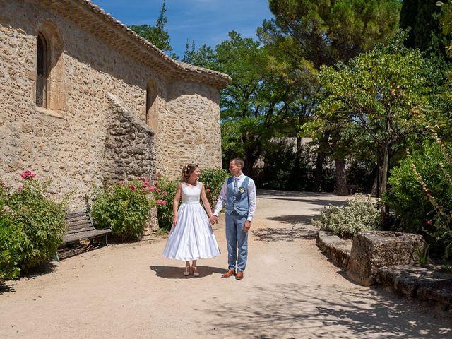 Le mariage de Tom et Marie Cécile à Sainte-Cécile-les-Vignes, Vaucluse 2