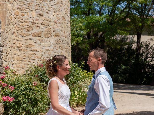 Le mariage de Tom et Marie Cécile à Sainte-Cécile-les-Vignes, Vaucluse 4