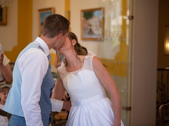 Le mariage de Tom et Marie Cécile à Sainte-Cécile-les-Vignes, Vaucluse 26