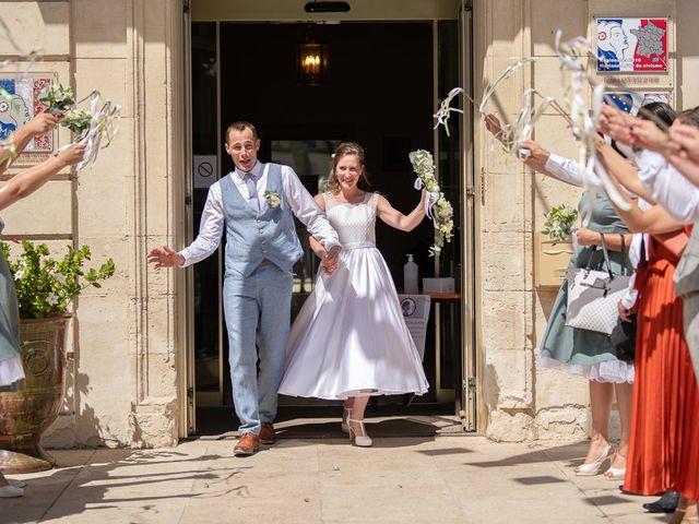 Le mariage de Tom et Marie Cécile à Sainte-Cécile-les-Vignes, Vaucluse 32