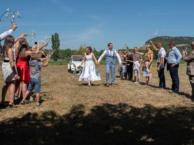 Le mariage de Tom et Marie Cécile à Sainte-Cécile-les-Vignes, Vaucluse 42