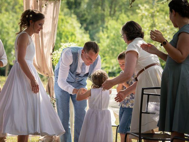 Le mariage de Tom et Marie Cécile à Sainte-Cécile-les-Vignes, Vaucluse 59
