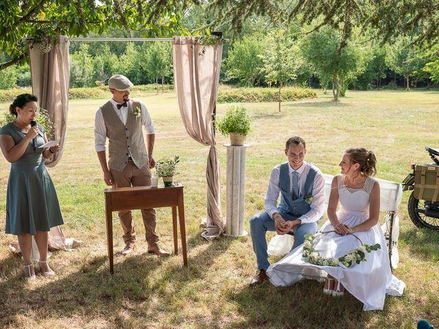 Le mariage de Tom et Marie Cécile à Sainte-Cécile-les-Vignes, Vaucluse 66