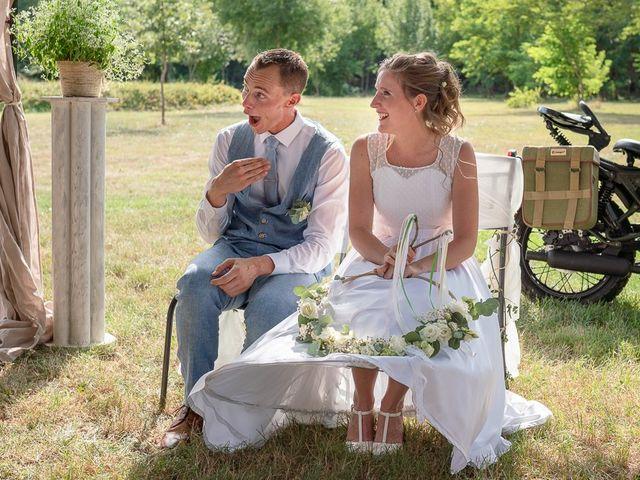 Le mariage de Tom et Marie Cécile à Sainte-Cécile-les-Vignes, Vaucluse 79