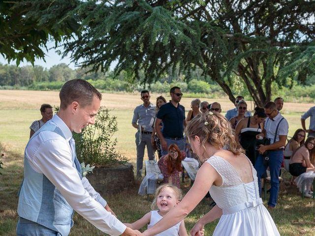 Le mariage de Tom et Marie Cécile à Sainte-Cécile-les-Vignes, Vaucluse 100