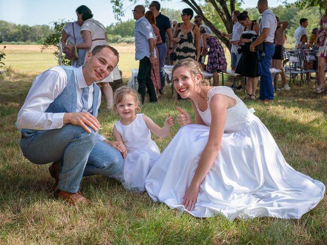 Le mariage de Tom et Marie Cécile à Sainte-Cécile-les-Vignes, Vaucluse 101