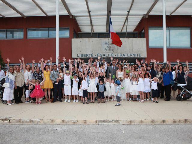 Le mariage de Sébastien et Mélanie à Uchaud, Gard 24