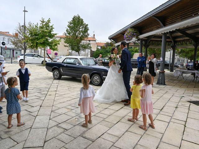 Le mariage de Pierre et Claire à Dompierre-sur-Mer, Charente Maritime 8