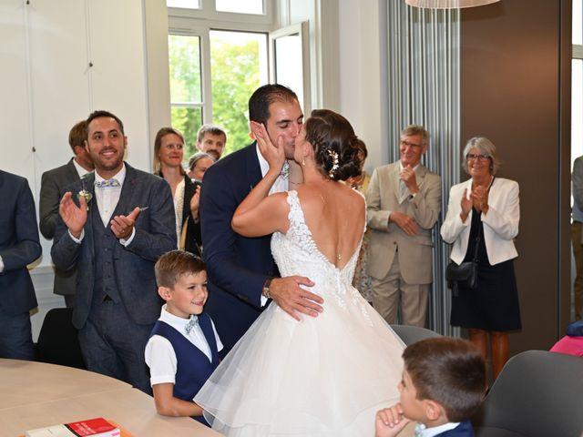 Le mariage de Pierre et Claire à Dompierre-sur-Mer, Charente Maritime 11