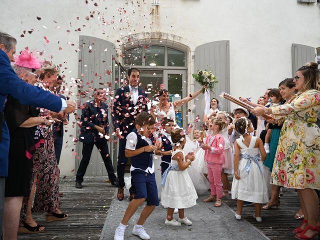 Le mariage de Pierre et Claire à Dompierre-sur-Mer, Charente Maritime 12