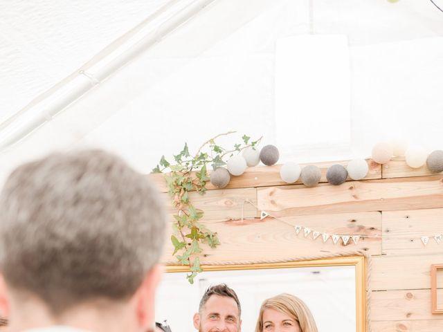 Le mariage de Julien et Emilie à Saint-Jean-de-Monts, Vendée 44